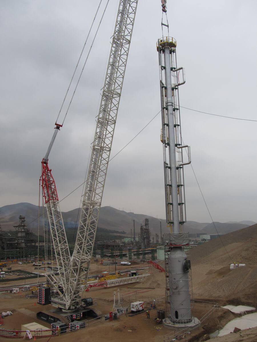 Montaje de estructuras en refinería La Pampilla